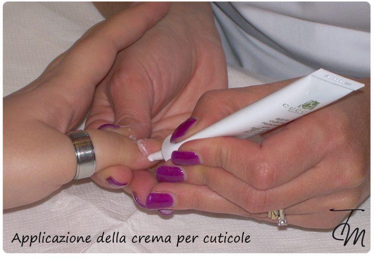 applicazione della crema per cuticole