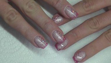 Nail Art   San Valentino French Effetto Vetro Rosa Con Paillettes