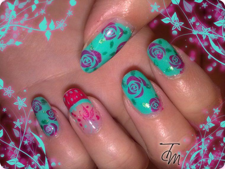 unghie con rose