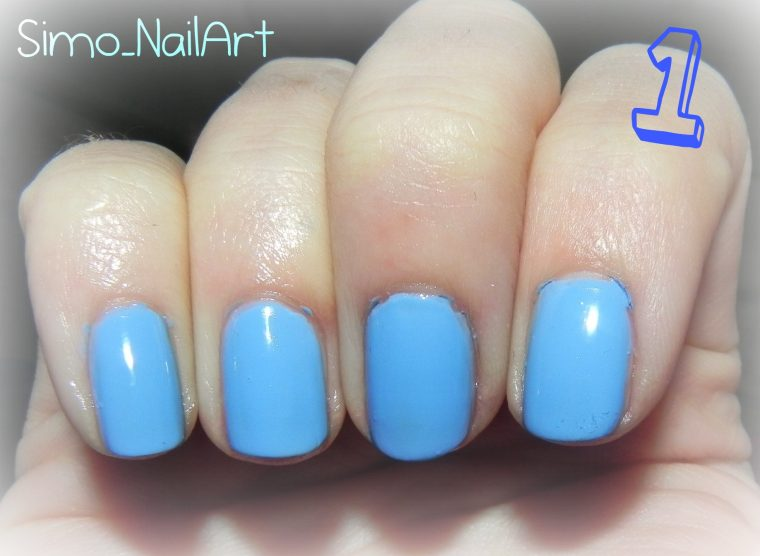 Tutorial Nail Art - Nail Art azzurra con stamping e dischetto Konad