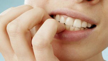 smettere di mangiarsi le unghie