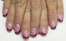 Rosa con strisce bianche e pois nail art