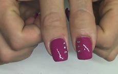 Monocolore rosa cardinal con strass nail art