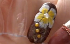 Fiore autunnale nail art