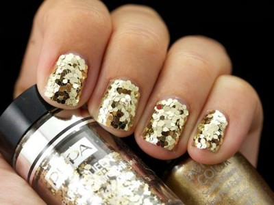 Party Queen Pupa gold paillettes
