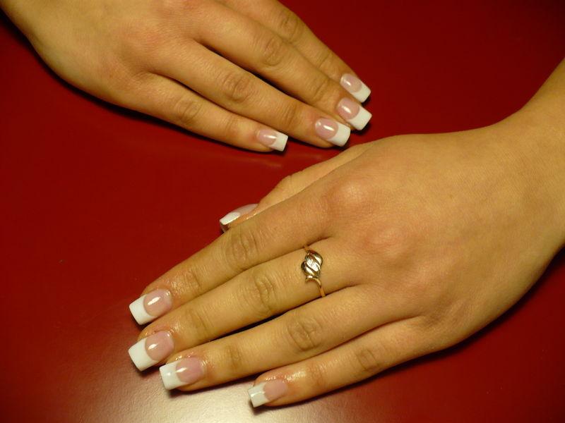 ricostruzione-unghie-acrilico-french-manicure