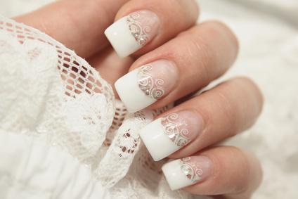 ricostruzione-unghie-gel-french-manicure