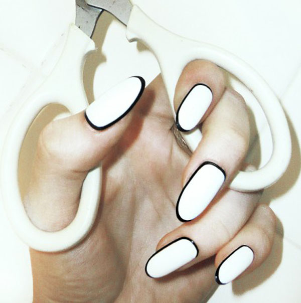 circle french manicure
