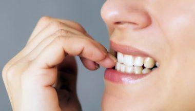 Onicofagia: perchè ci si mangia le unghie e come smettere?