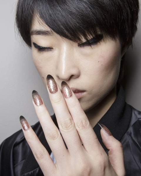 Tendenze nail art dalla London  Fashion Week