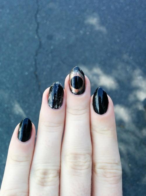 Eclipse Manicure: la nail art che segue le fasi lunari